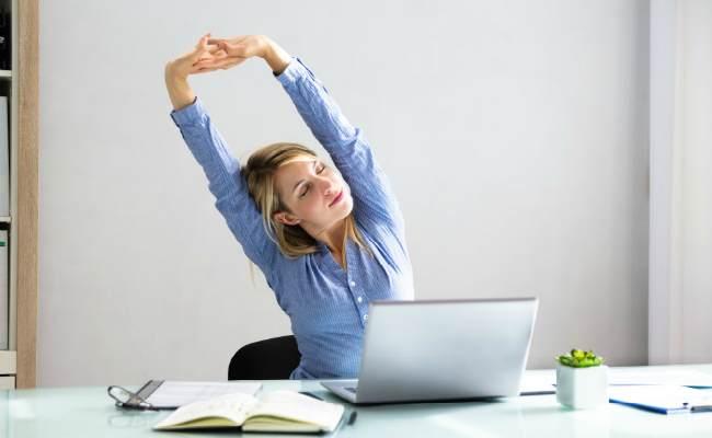 упражнения сидя-комплекс упражнения сидя на стуле в офисе