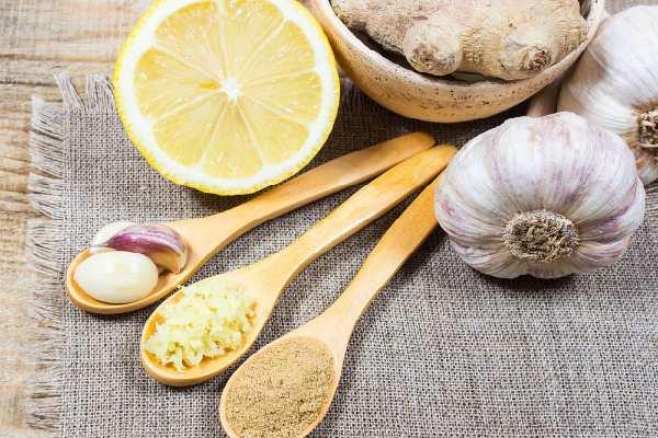 imbir-chesnok-limon-i-med-svojstva-i-polza